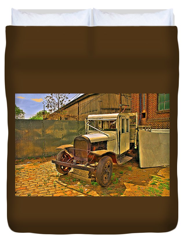 Cars Duvet Cover featuring the photograph Classic by Francisco Colon