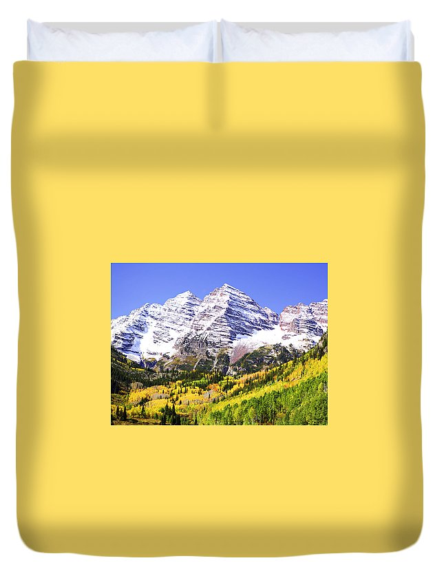 Americana Duvet Cover featuring the photograph Classic Maroon Bells by Marilyn Hunt