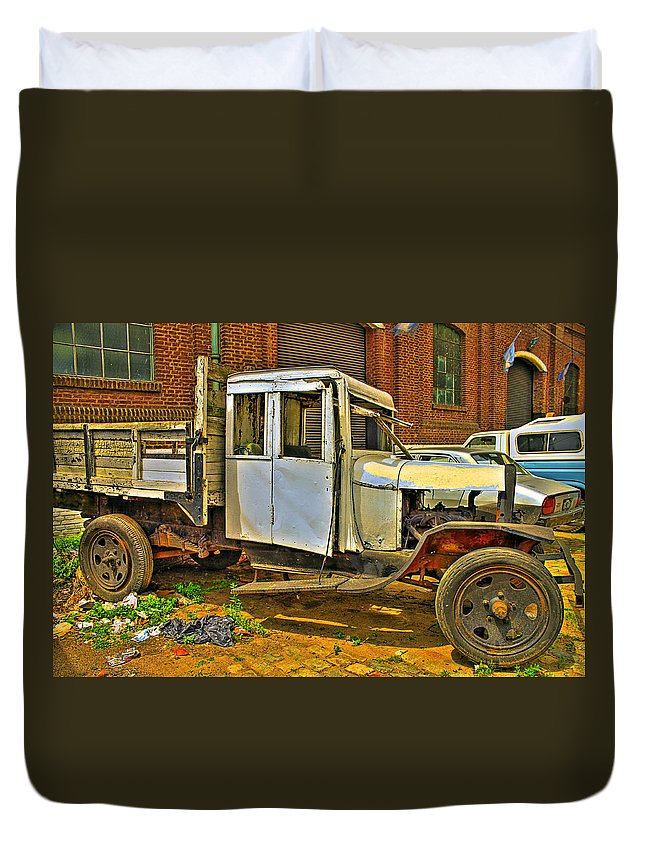 Cars Duvet Cover featuring the photograph Classic Too by Francisco Colon