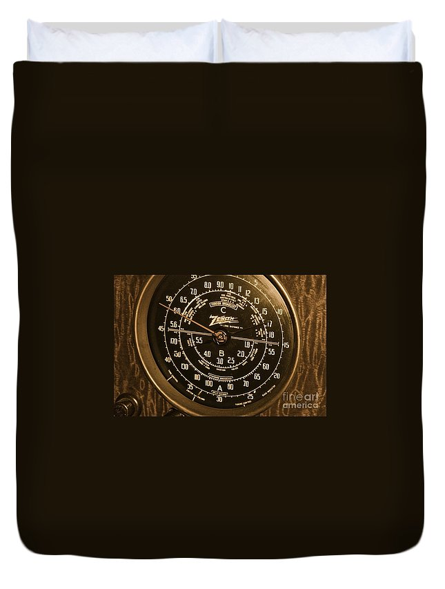 Radio Duvet Cover featuring the photograph Classic Z by Rick Monyahan