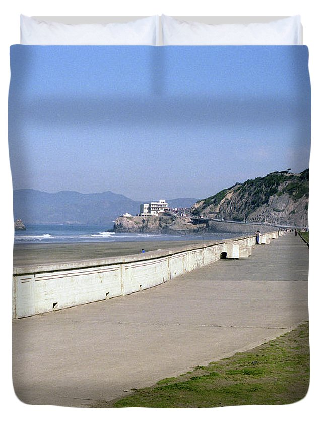 Cliff House Duvet Cover featuring the photograph Cliff House San Francisco by Lee Santa