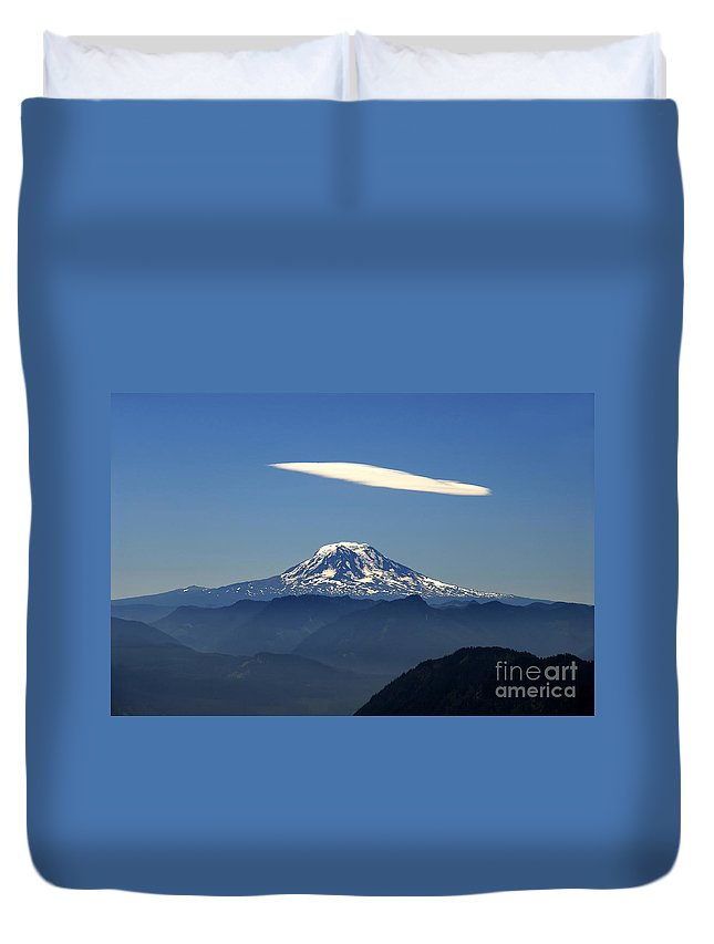 Mount Adams Duvet Cover featuring the photograph Cloud Over Adams by David Lee Thompson