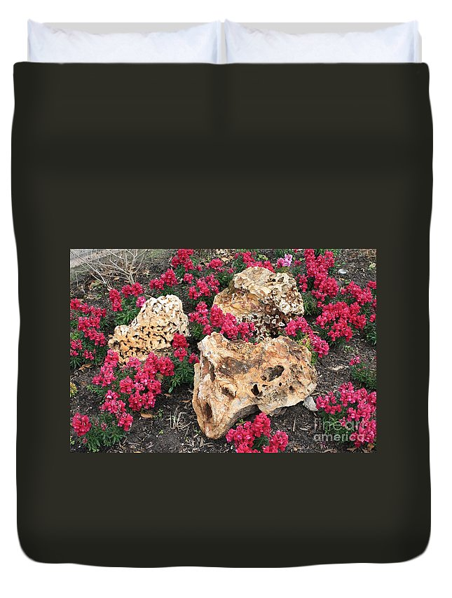 Rocks Duvet Cover featuring the photograph Clusters by John W Smith III