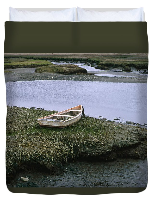 Landscape New England Marsh Row Boat Rye Harbor Duvet Cover featuring the photograph Cnrf0503 by Henry Butz