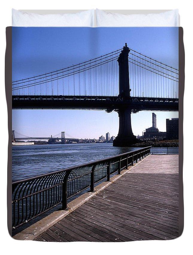 Landscape Manhattan Bridge New York City Duvet Cover featuring the photograph Cnrg0402 by Henry Butz