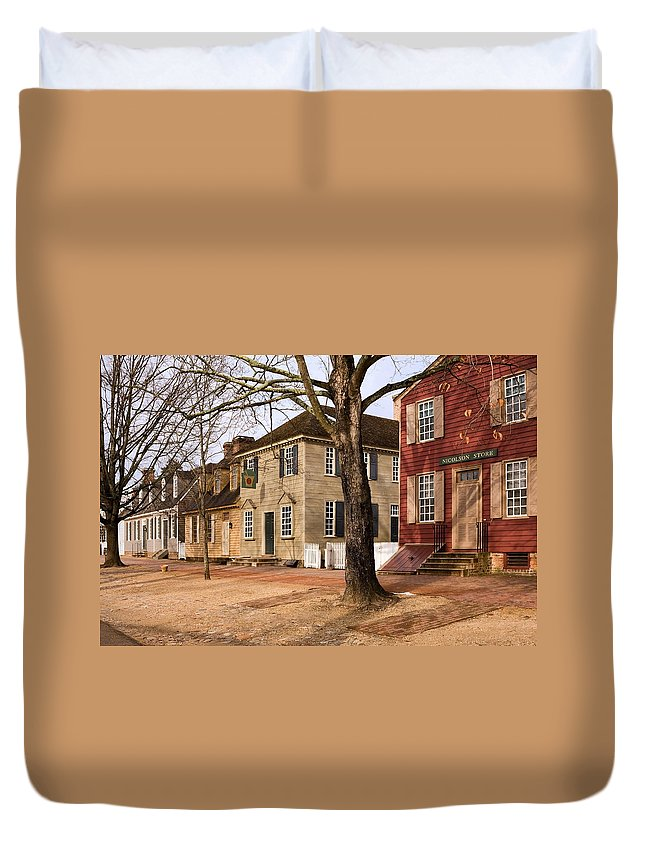 Duke Of Gloucester Street Duvet Cover featuring the photograph Colonial Street Scene by Sally Weigand