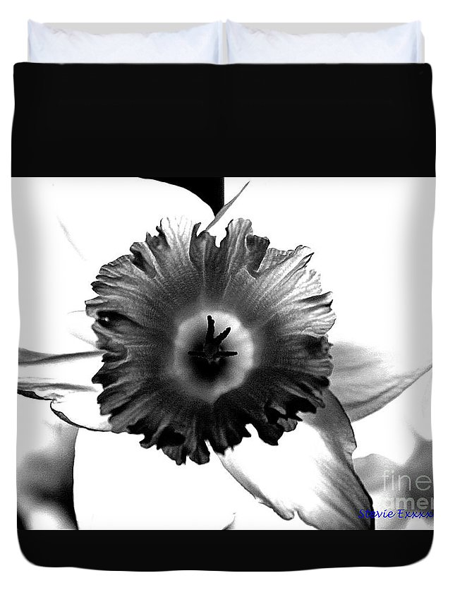 Bw black & White Modern Edge Daffodil Nature Bloom Flower Photograph Duvet Cover featuring the photograph ColorBlind. by Stevie Ellis