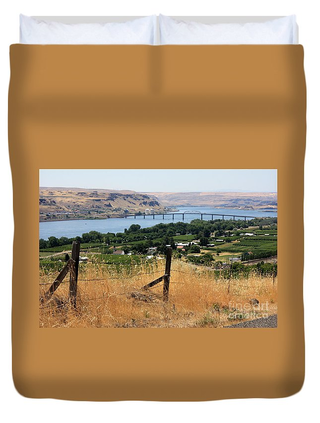 River Duvet Cover featuring the photograph Columbia River - Biggs And Maryhill State Park by Carol Groenen