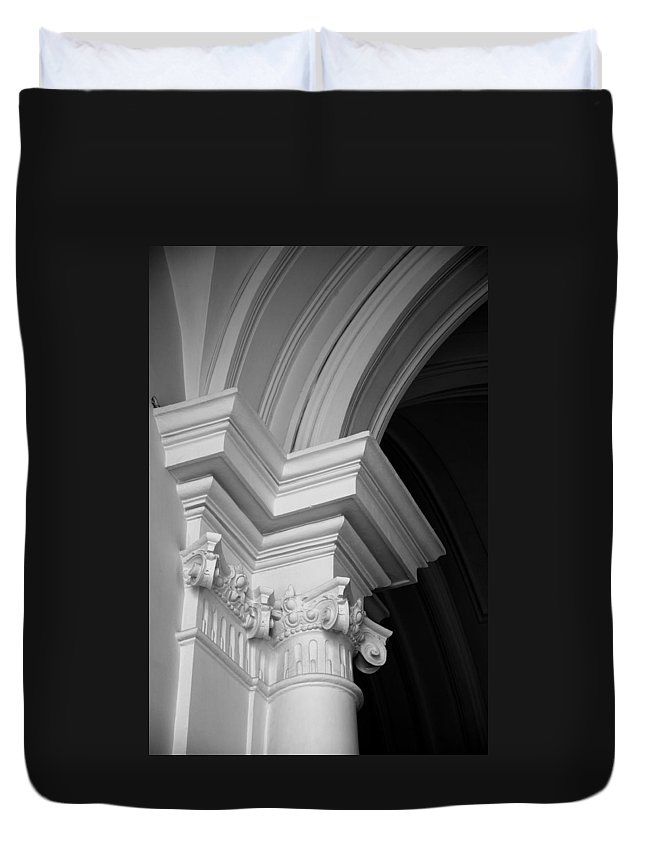 Architectural Elements Duvet Cover featuring the photograph Columns At Hermitage by Donna Corless