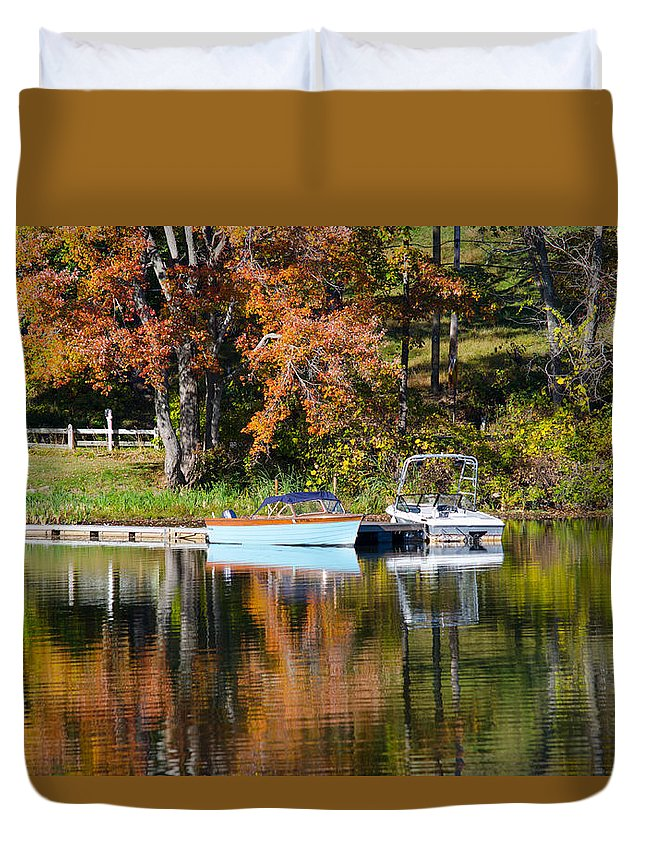 Connecticut Duvet Cover featuring the photograph Connect Lake In The Fall by Leandro Da Costa