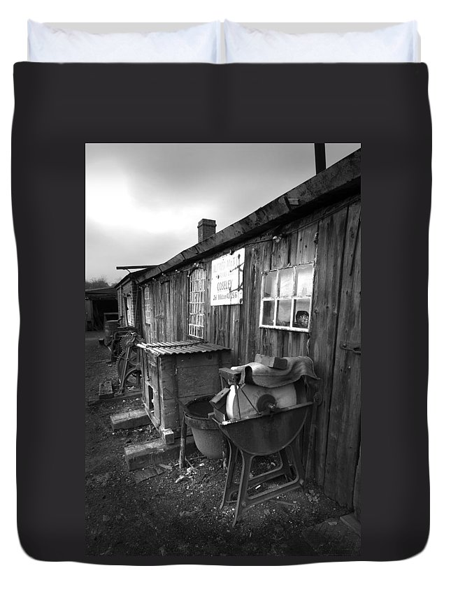 Shack Duvet Cover featuring the photograph Cool Shack Too by Bob Kemp