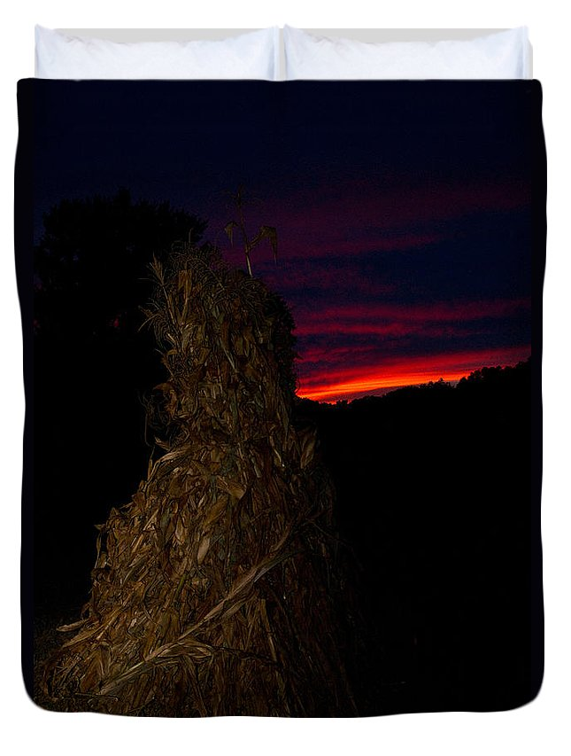Kentucky Duvet Cover featuring the photograph Corn Shock At Twilight by Douglas Barnett