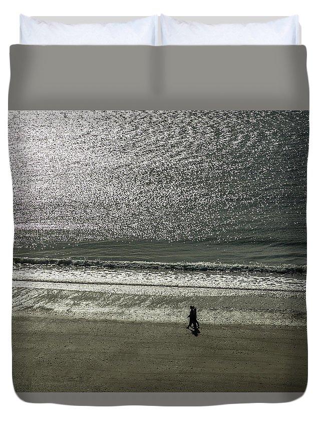 Europe Duvet Cover featuring the digital art Couple Seascape by Tsafreer Bernstein