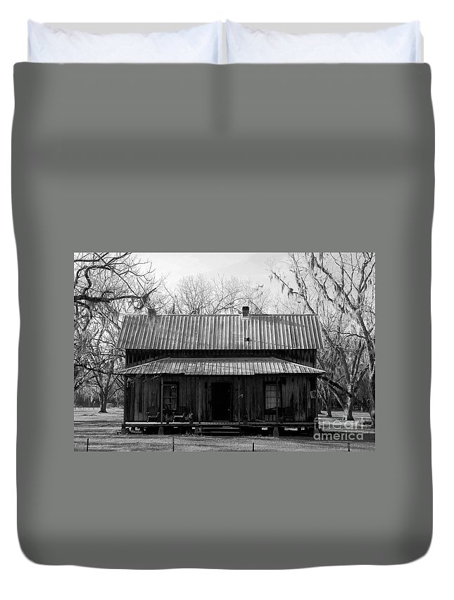 Homestead Duvet Cover featuring the photograph Cracker Cabin by David Lee Thompson