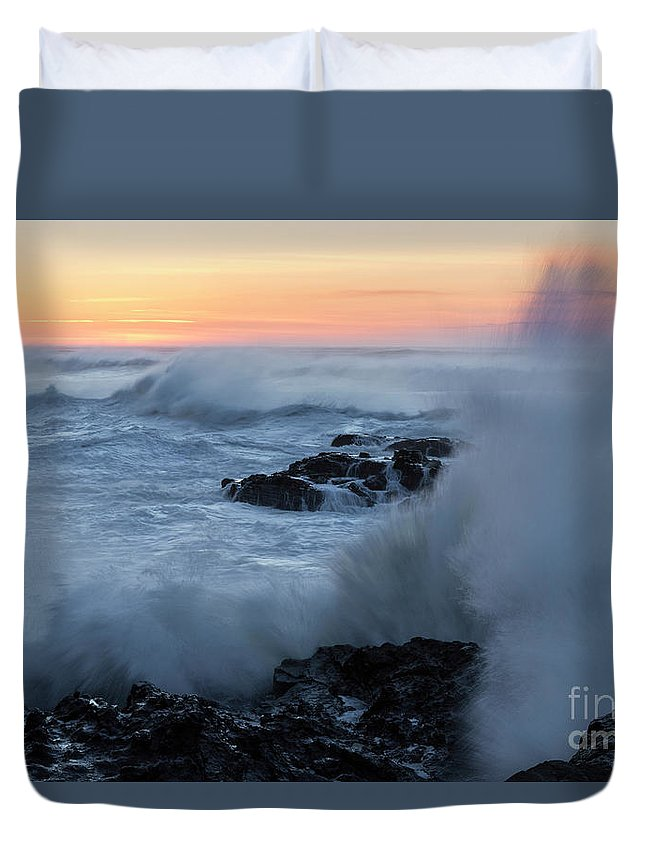 Ocean Duvet Cover featuring the photograph Crashing Waves by Masako Metz