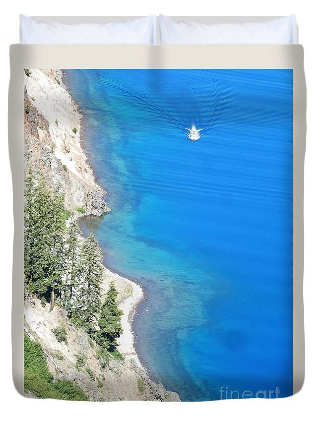 Crator Lake Oregon Duvet Cover featuring the photograph Crator Lake Shore by L Cecka
