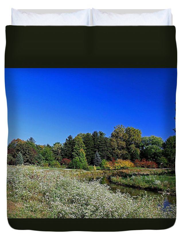 Toledo Duvet Cover featuring the photograph Crosby by Michiale Schneider