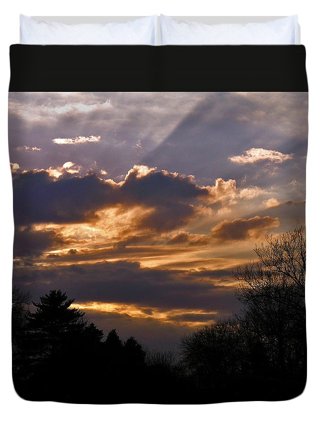 Cloud Duvet Cover featuring the photograph Crown Cloud by Albert Stewart