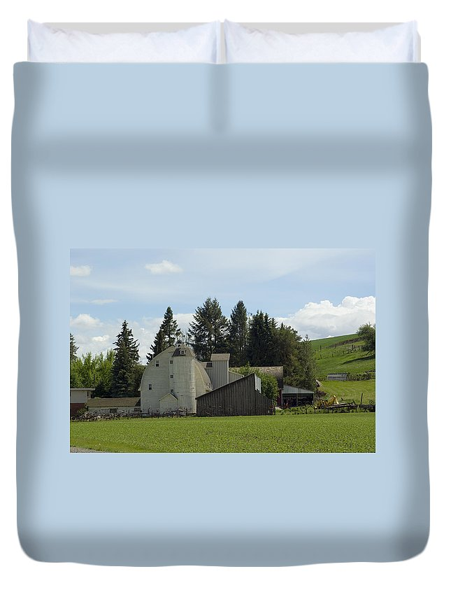 Barn Duvet Cover featuring the photograph Dahmen Barn Historical by Louise Magno