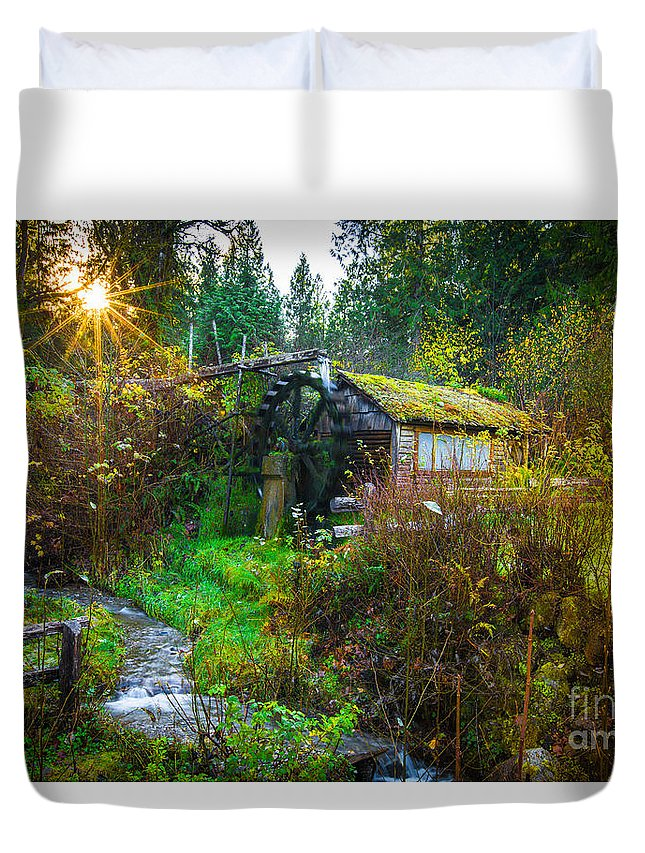 Waterwheel Duvet Cover featuring the photograph Dalby Waterwheel by Penny Miller