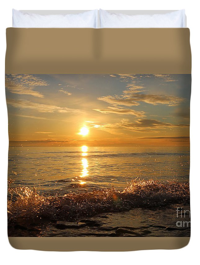 Sun Duvet Cover featuring the photograph Dancing In The Sunlight 5 by Eric Curtin