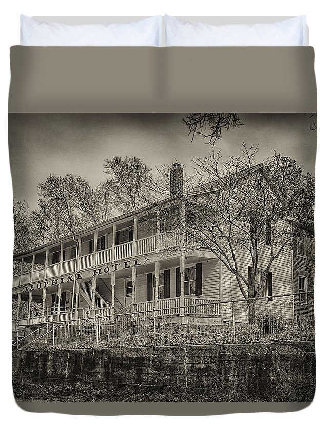 Dauphine Duvet Cover featuring the photograph Dauphine Hotel Bonnots Mill Mo Dsc00790 by Greg Kluempers