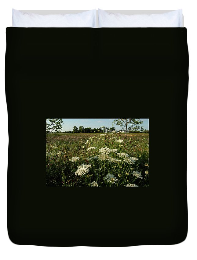 Photograph Duvet Cover featuring the photograph Days Of Queen Annes Lace by Suzanne Gaff