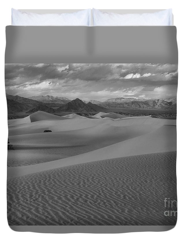 Black And White Duvet Cover featuring the photograph Death Valley Dunes Black And White by Adam Jewell