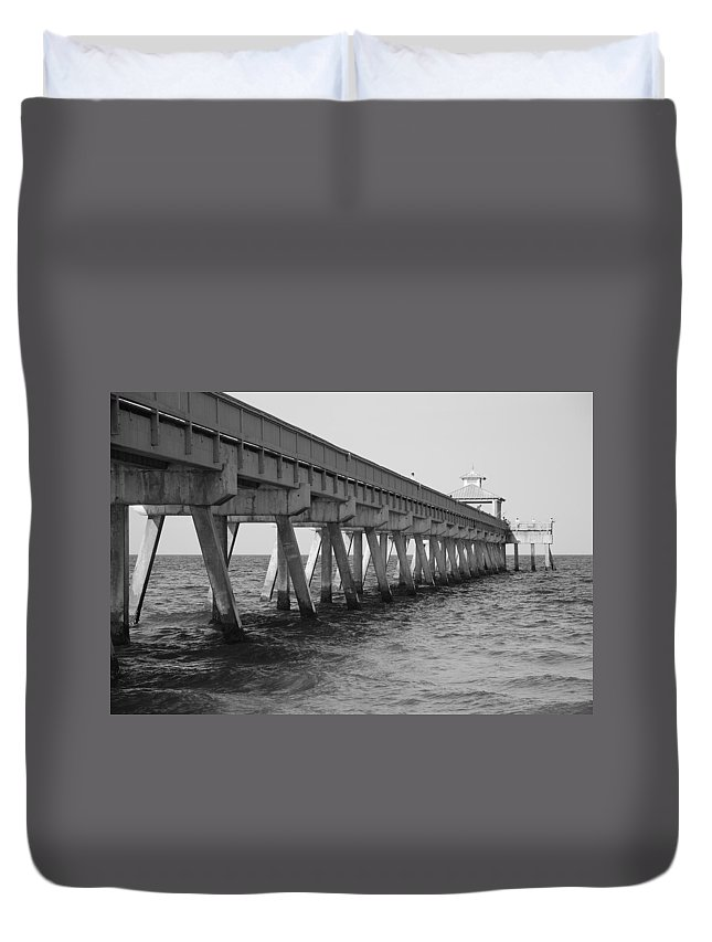 Architecture Duvet Cover featuring the photograph Deerfield Beach Pier by Rob Hans