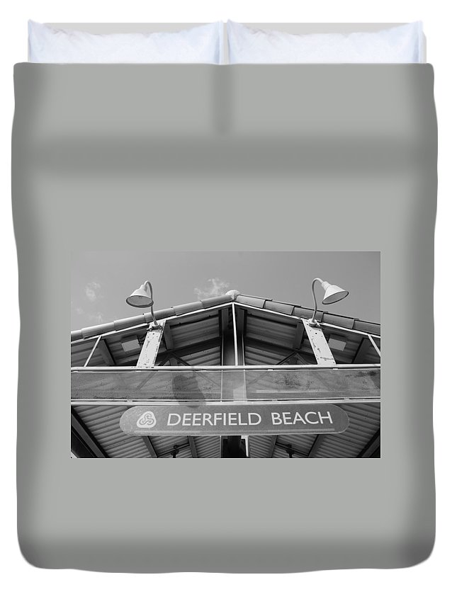 Black And White Duvet Cover featuring the photograph Deerfield Beach by Rob Hans