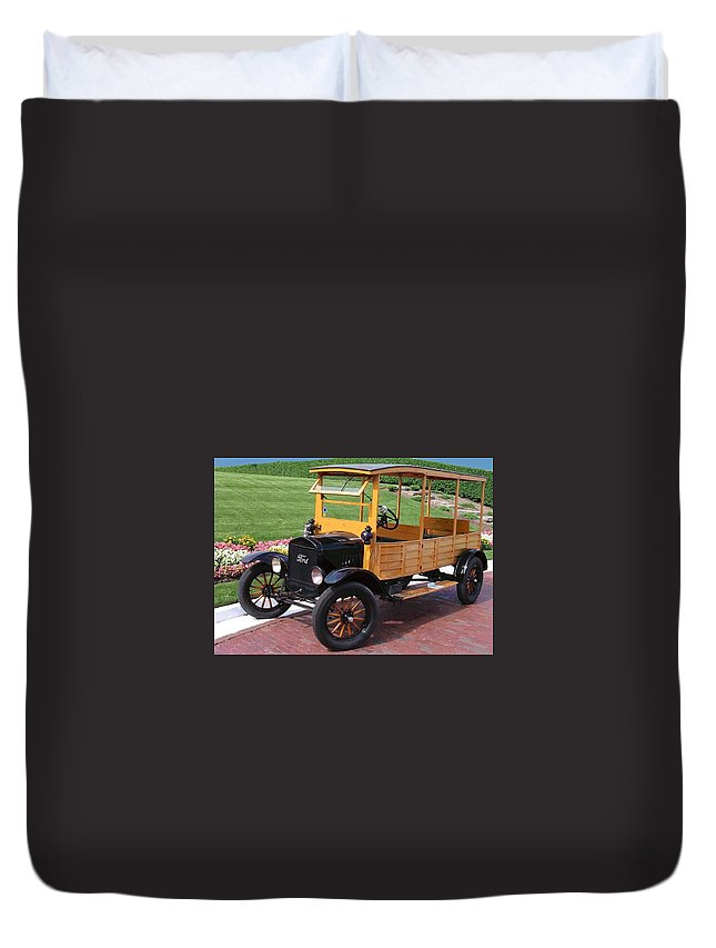 Antique Car Duvet Cover featuring the photograph Depot Hack 1 by Lin Grosvenor
