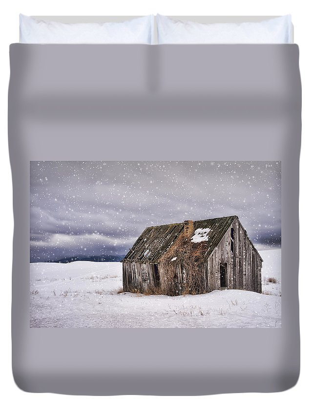 Deserted House Duvet Cover featuring the photograph Deserted by Priscilla Burgers