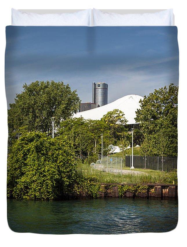 Detroit Riverfront Duvet Cover featuring the photograph Detroit Riverfront 1 by John McGraw