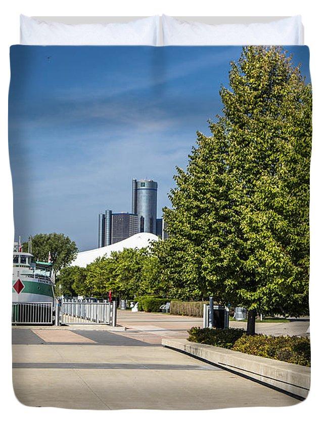 Detroit Riverfront Duvet Cover featuring the photograph Detroit Riverfront 2 by John McGraw