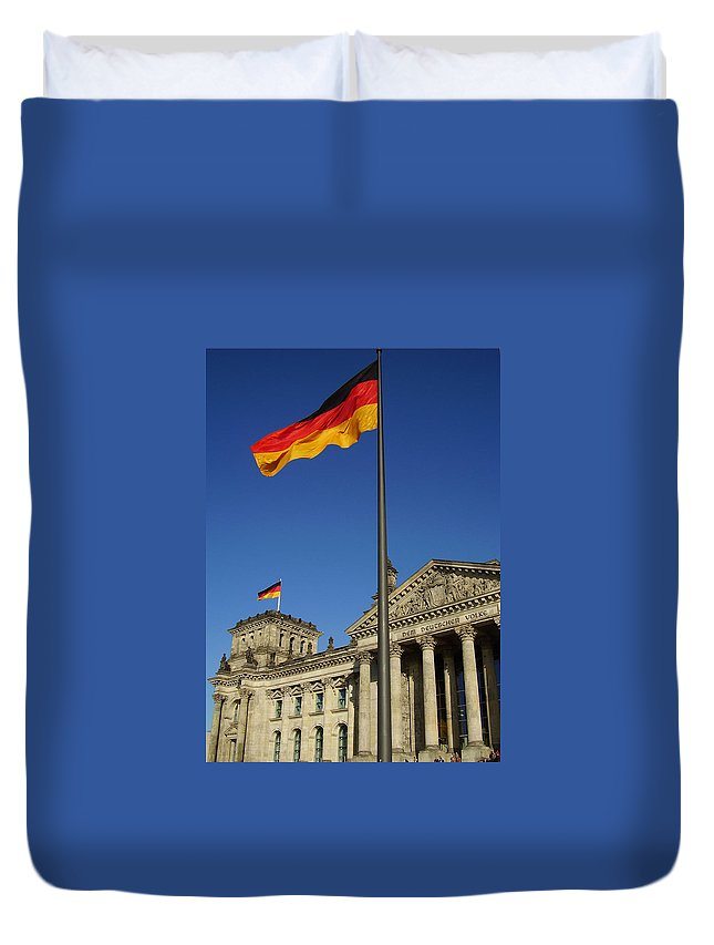 Deutscher Bundestag Duvet Cover featuring the photograph Deutscher Bundestag by Flavia Westerwelle