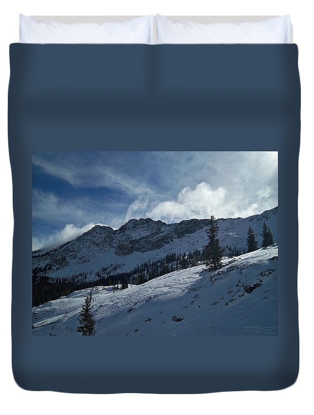 Ski Duvet Cover featuring the photograph Devils Castle Morning Light by Michael Cuozzo
