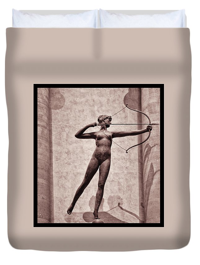 Madison Square Garden Duvet Cover featuring the photograph Diana - Goddess Of Hunt by Bill Cannon