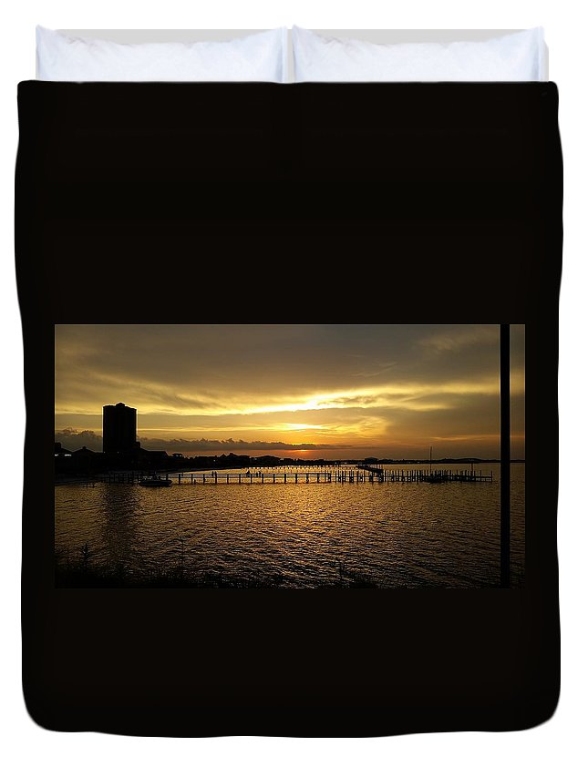 Sunset Beach Duvet Cover featuring the photograph Dinning With Sunset by Mary Chamberlin