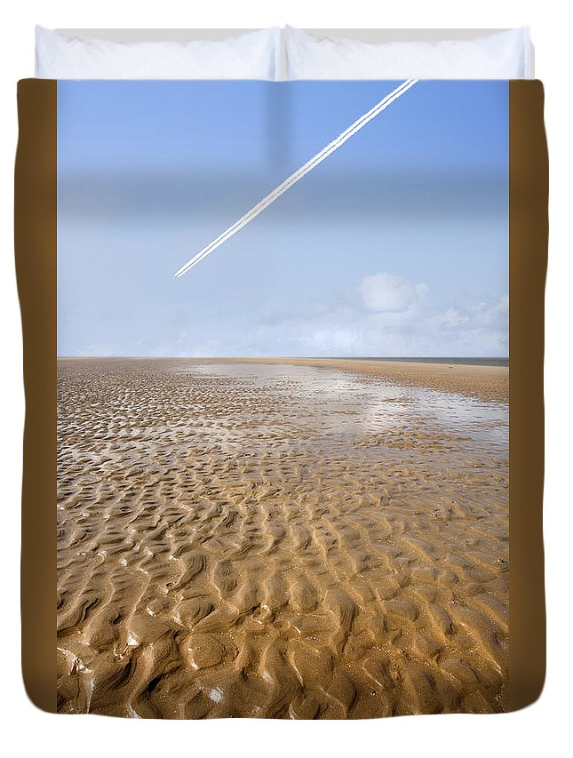 Travel Duvet Cover featuring the photograph Distant Horizon by Mal Bray