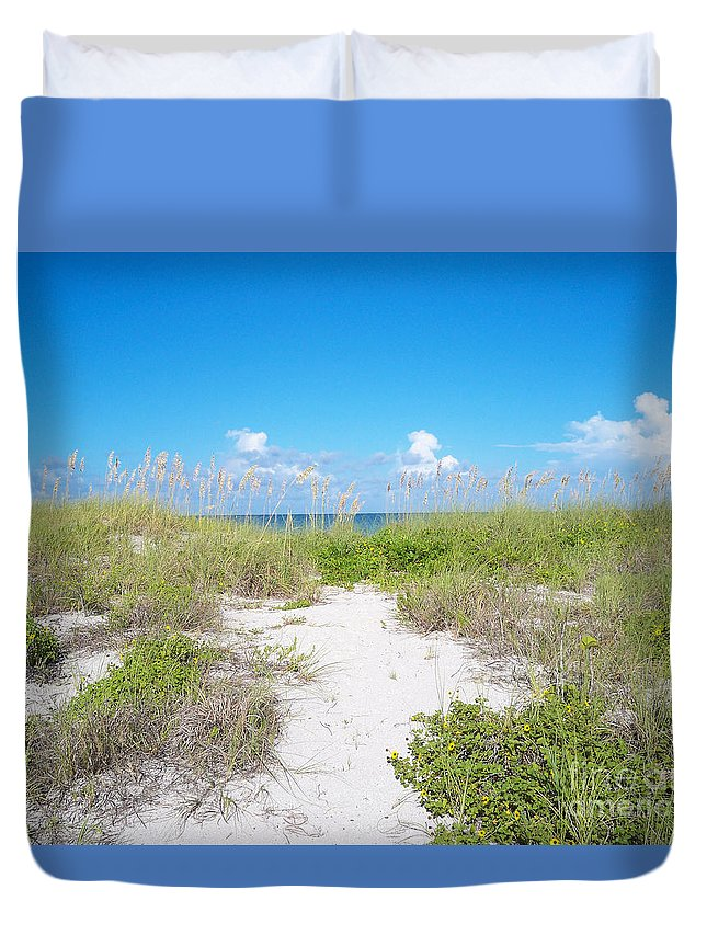 Florida Duvet Cover featuring the photograph Distant Sea by Chris Andruskiewicz