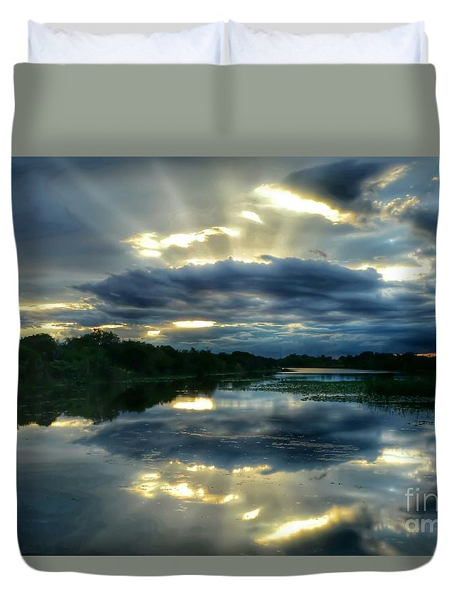Sunset Duvet Cover featuring the photograph Divine Rays by Glenn Forman