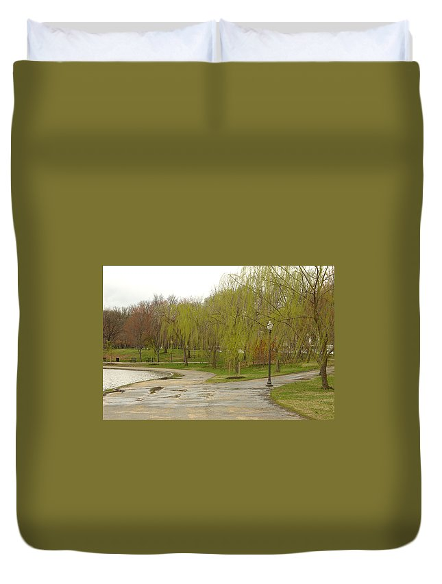 Landscape Park Washington Willow Tree Lake Duvet Cover featuring the photograph Dnrf0401 by Henry Butz