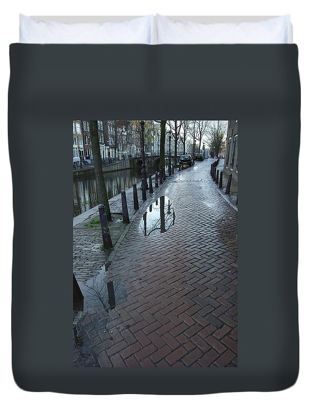 Landscape Amsterdam Red Light District Duvet Cover featuring the photograph Dnrh1109 by Henry Butz