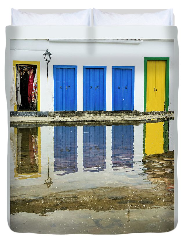 Landscape Duvet Cover featuring the photograph Doorways In Paraty by Stan Roban