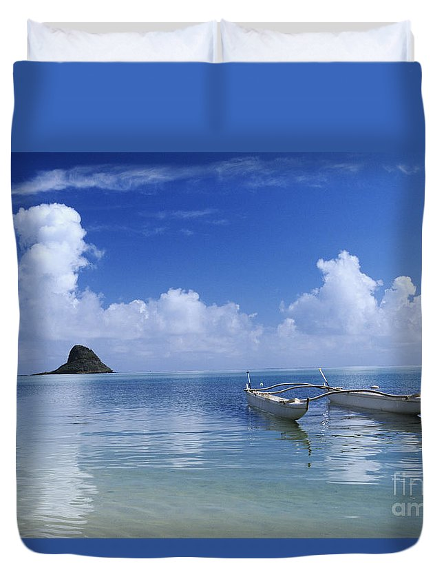 Aku Duvet Cover featuring the photograph Double Hull Canoe by Joss - Printscapes