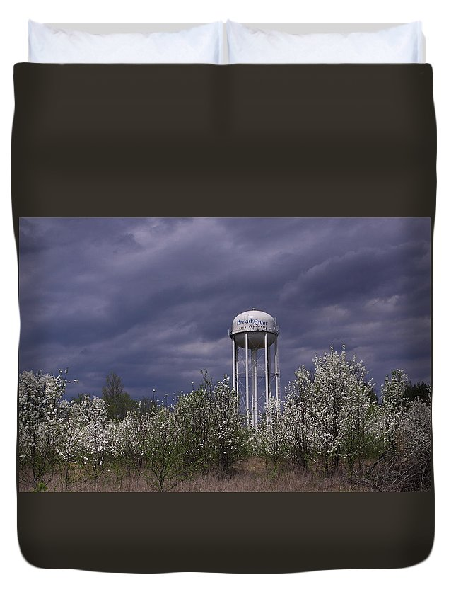 Water Tower Duvet Cover featuring the photograph Dramatic Sky by Karen Ruhl