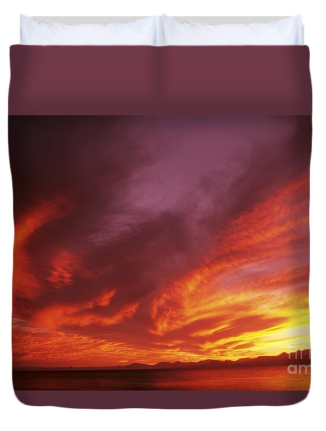 Air Art Duvet Cover featuring the photograph Dramatic Sunset by Larry Dale Gordon - Printscapes