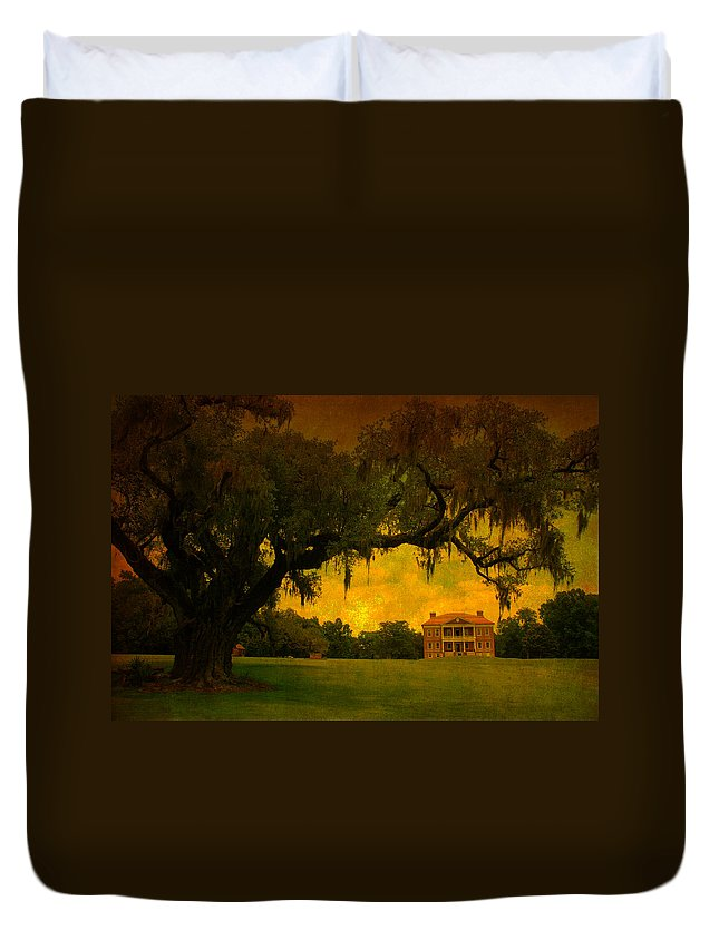 Plantation House Duvet Cover featuring the photograph Drayton Hall Plantation In Charleston by Susanne Van Hulst