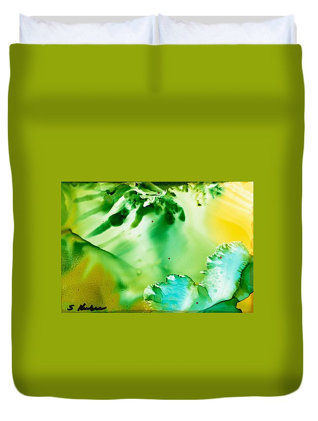 Underwater Duvet Cover featuring the painting Drifting Seaweed by Susan Kubes
