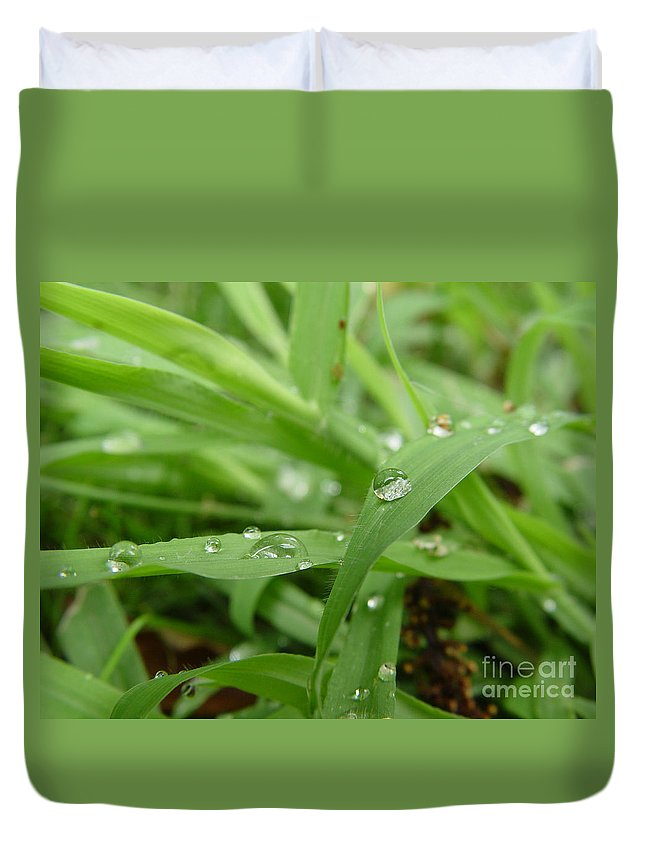 Water Droplet Duvet Cover featuring the photograph Droplets 02 by Peter Piatt